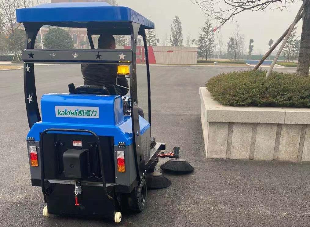 巴川中学校园用扫地机